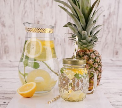 Infused Water mit Ananas-Minze-Zitrone